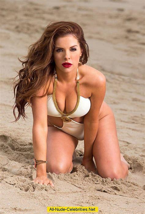 Photo shym en bikini, elle tente une pose sexy mais ce jpg 696x1024