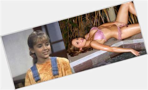 Amateur girls in lingerie, sexy bras, panties stockings jpg 1052x641